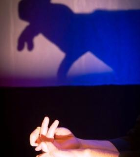 Los más pequeños se inician en el teatro con 'Cuentos de pocas luces'