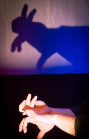 Una escena de la representación 'Cuentos de pocas luces'.