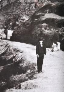 Fotografía de principios del siglo XX, en la que al fondo se aprecia la Fuente Vieja. Foto: chocotoxico.blogspot.com.es.