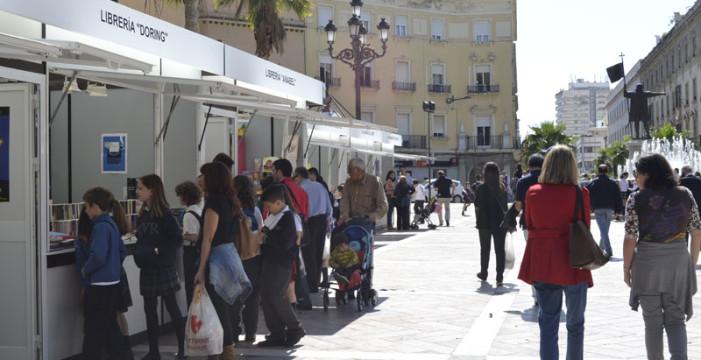 La Feria del Libro de Huelva acoge la presentación de los libros 'La Huelva de Roisin y Thomas' y 'Mujeres en su tinta'