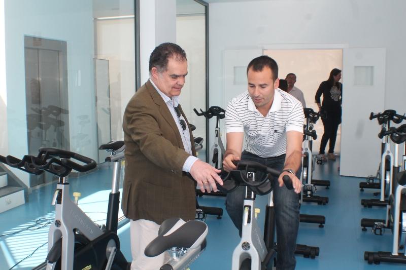Actualmente se está procediendo a la instalación de la maquinaria de entrenamiento cardiovascular y de fuerza