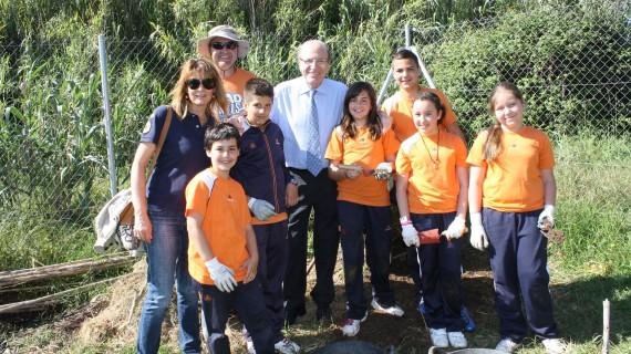 Más de 300 niños participan en una jornada de convivencia en el Parque Moret de Huelva