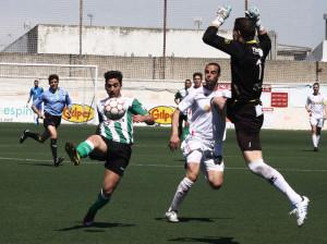 La Olímpica no pasó del empate sin goles con la Lebrijana. / Foto: Josele Ruiz.