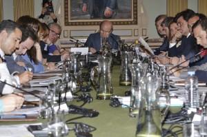 Imagen del pleno municipal de abril en Huelva.