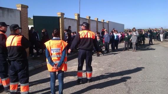 Simulacro de evacuación por la colocación de una bolsa con explosivos en el colegio del Carmen de La Palma