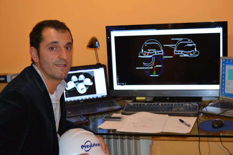 Darío García con los diseños del CESI.