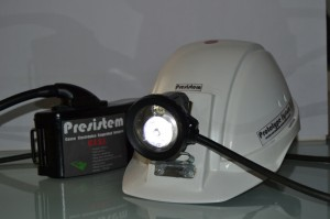 Este ingenioso casco minero posee hasta ocho sensores de seguridad.