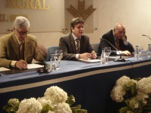 El doctor Fernández junto a Guillermo Téllez y Antonio Mancheño.