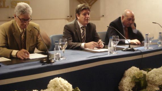 El médico Eduardo Fernández ofrece una visión del Rocío desde el inconsciente colectivo