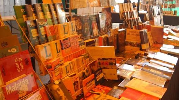 Un pregón low cost de Chichimeca y la presentación de la publicación de José Chamizo abren la Feria del Libro de Huelva