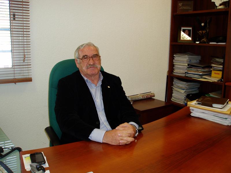 José España en su despacho de la calle Joaquín Turina.