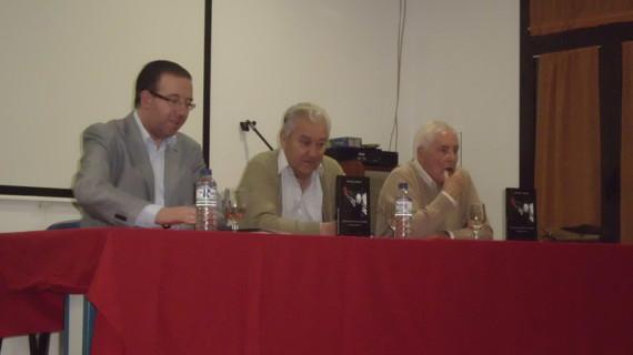 El escritor serrano Rafael Vargas presenta su antología poética titulada 'Señuelos contra el olvido'
