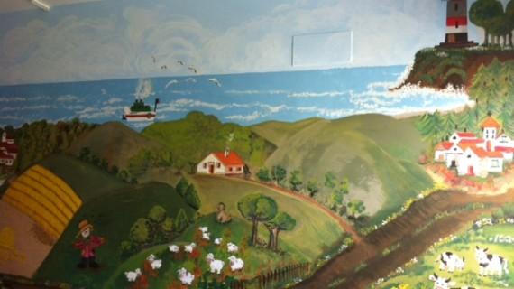 Profesionales del centro de salud El Torrejón decoran con  un mural la consulta del programa de vacunación infantil