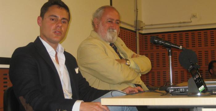 Punta Umbría viaja de la Edad de Piedra al futuro en la conferencia 'De poblado a pueblo'