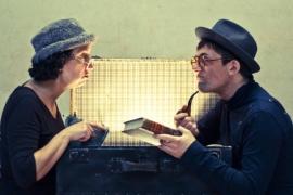 Los protagonistas de la obra de teatro 'Absurdos instantes', que se presentará mañana en Moguer.