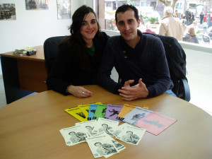 Noelia López y Raúl García gestionan la revista 'Territorio Huelva'.