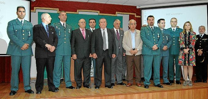 Foto de familia del acto de conmemoración del 169 aniversario de la Guardia Civil en Huelva.