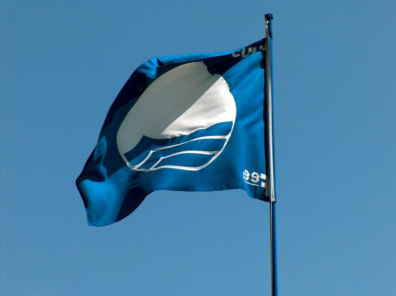 Estas banderas simbolizan el reconocimiento de calidad ambiental y de equilibrio entre el uso y respeto del recurso natural.