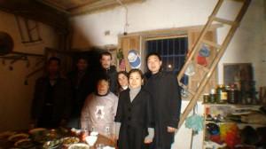 Cena de Año Nuevo chino con una familia del pueblo de Guodong Zhejiang.