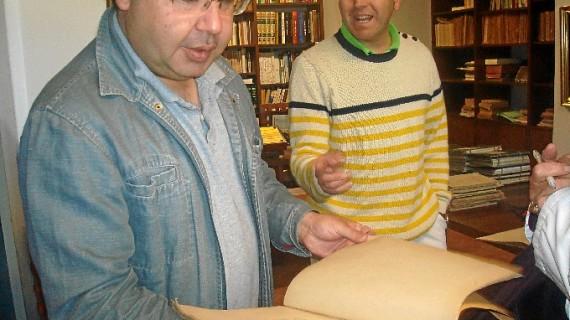 Comienza la digitalización de los documentos de la Real Sociedad Colombina Onubense en la Biblioteca del Monasterio de La Rábida