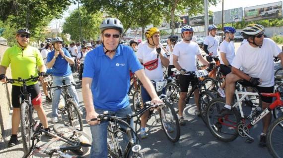 Unas 400 personas participan en la III Fiesta de la Bici en el Parque Moret