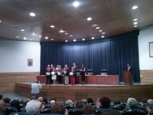 En el acto fueron impuestas las becas a los diplomados en el Aula