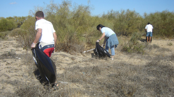 Voluntarios llevarán a cabo una campaña de limpieza del paraje natural Marismas del río Piedras