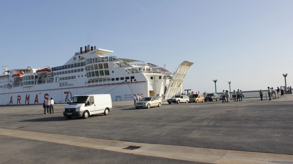 Más de 6.700 personas viajan los cuatro primeros meses del año en el ferry que une Huelva con Canarias, un 14% más que en 2012