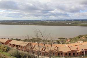 Panorámica desde el Parador de Ayamonte, al fondo el municipio de Castro Marim.