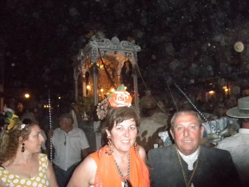Hinojos llega a la aldea en la noche del jueves.