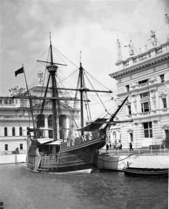 La Santa María atracada en la Exposición de Chicago, en 1893
