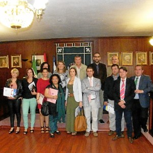 Foto de familia del acto de la entrega de subvenciones.