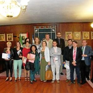 Foto de familia del acto de la entrega de subvenciones.