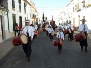 La hermandad, por las calles de Trigueros. / Foto: cms-ibera.com.