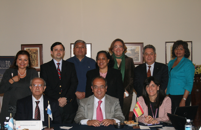 Asistentes a la asamblea general del Grupo de universidades La Rábida, en la Universidad de Panamá.