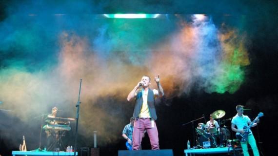 'Sentaos en el Tejao' ofrecen un concierto en su localidad natal de Isla Cristina