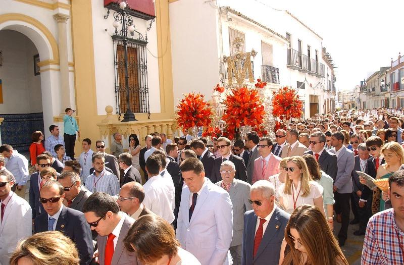 Una multitud ha seguido el discurrir de la Santa Cruz de la Calle Sevilla. / Foto: Julián Blanco