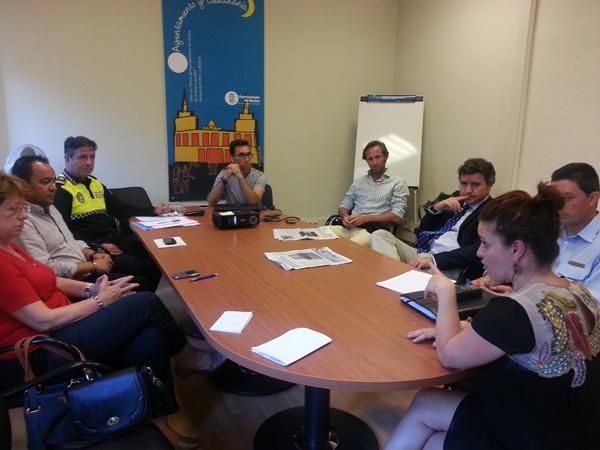 Reunión de miembros de Un Mundo 10 con técnicos municipales.