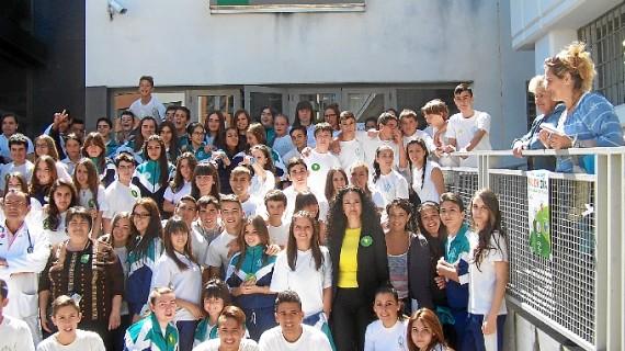 Alumnos del colegio La Hispanidad participan en un 'flashmob' para concienciar sobre los riesgos del consumo de tabaco