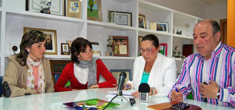 concejalaEducación_ directoracentro_alcaldesa_primer tenientealcalde_ISLA CRISTINA_03052013