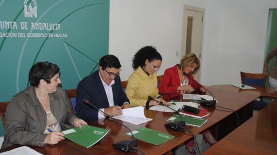 Acuerdo entre las administraciones para evitar el absentismo y el fracaso escolar en el Distrito V de Huelva