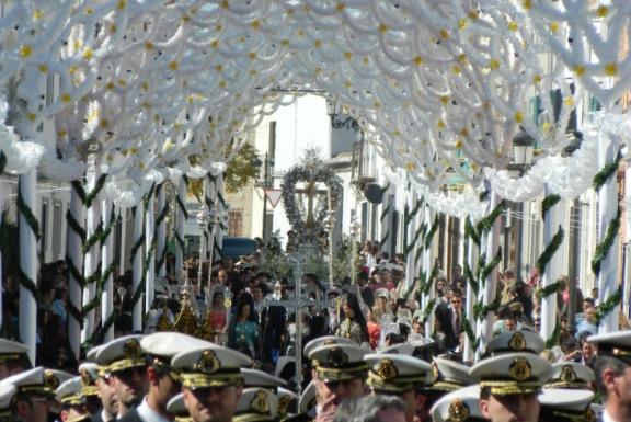 La Banda de las 3 Caídas acompañando a la Cruz en su salida extraordinaria en febrero de 2012.