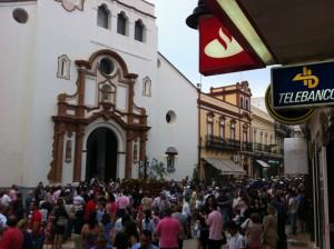 La Cruz de Mayo de la Oración en el Huerto, ante la Iglesia de la Concepción. / Foto: Hdad. Oración en el Huerto.
