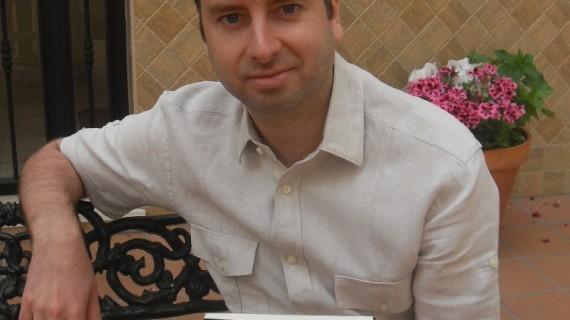 El onubense José Vicente Alfaro publica su primera novela, 'La esperanza del Tíbet'