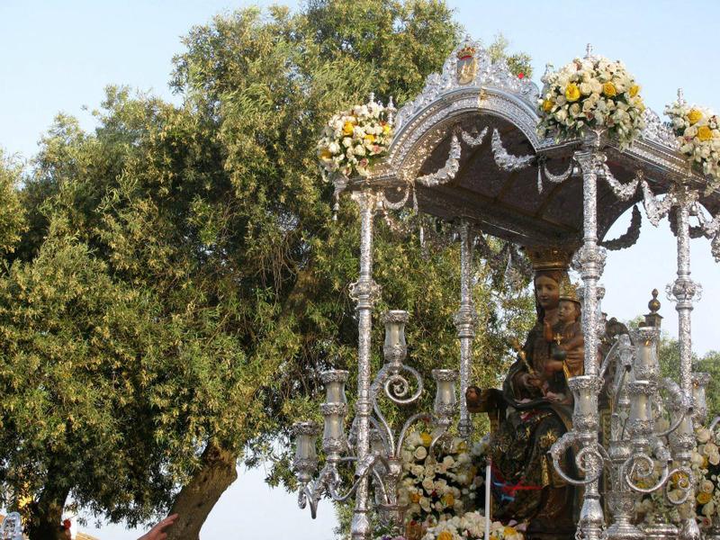 Una vez en la ermita, como cada año, tendrá lugar la subasta del Pendón.