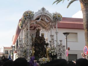 La Virgen procesionando por las calles de Lepe.