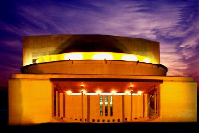 Fachada del Teatro de Lepe.