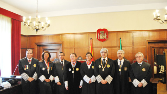La presidenta del Colegio de Graduados Sociales de Huelva recibe la Cruz de 2º Clase de la Orden de San Raimundo de Peñafort