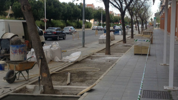 Culminan los trabajos de peatonalización de los parterres de la Avenida de Andalucía
