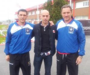El ex capitán del Recre, Aitor Tornavaca, junto a Vicente y Manolo Pedraza.